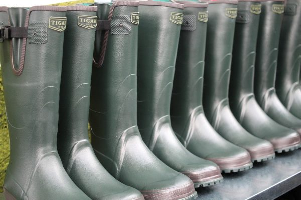 7 BEST Rubber Boots for Farm Work in 2021